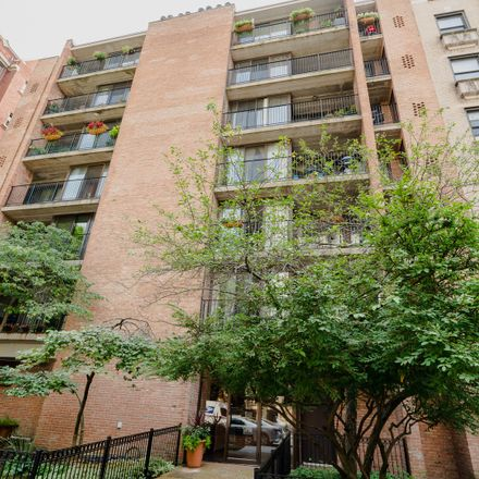 Rent this 2 bed condo on 651 West Sheridan Road in Chicago, IL 60613
