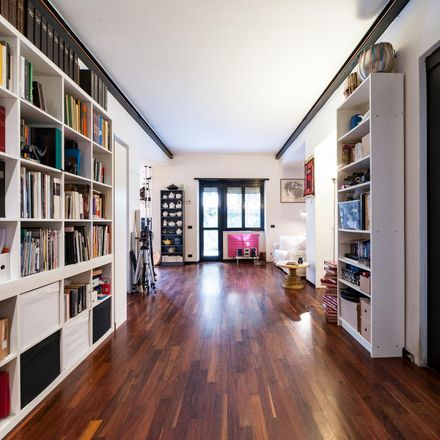 Rent this 3 bed room on New market in Via Tommaso Silvestri, 2