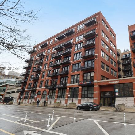 Rent this 2 bed condo on 226 North Clinton Street in Chicago, IL 60661