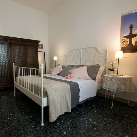 Rent this 2 bed room on Via Giotto in 36, 50121 Firenze FI