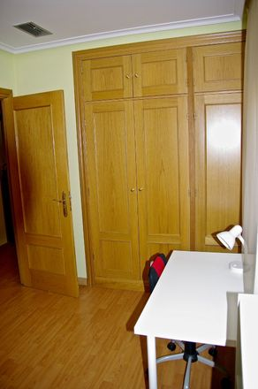 Rent this 3 bed room on Calle Marqués de Murrieta in 3, 26001 Logroño