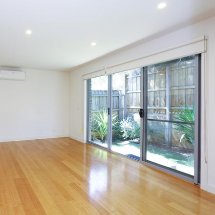 Rent this 2 bed apartment on 4/2 Duggan Street