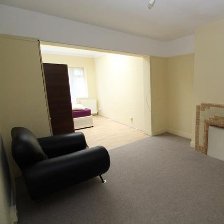 Rent this 3 bed house on St Andrews Avenue in London RM12 5DU, United Kingdom