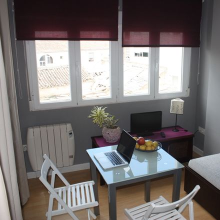 Rent this 1 bed apartment on Calle Fajalauza in 18010 Granada, Spain