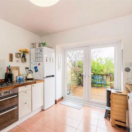 Rent this 3 bed house on GPS in Carnglas Road, Swansea SA2 9BL