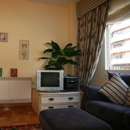 Rent this 2 bed room on Travessera de Dalt in 66, 08024 Barcelona