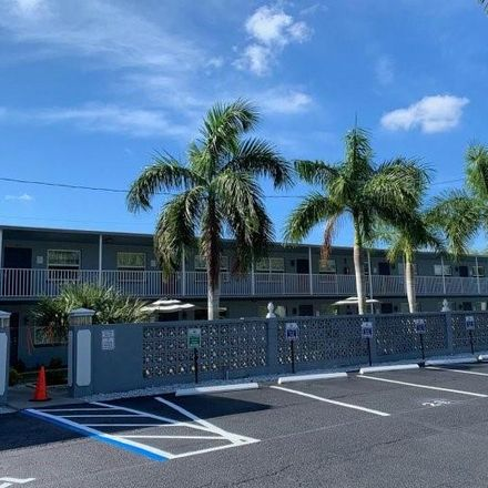 Rent this 2 bed apartment on 50th Ave N in Saint Petersburg, FL