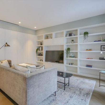 Rent this 3 bed apartment on 22 Southampton Street in London, WC2E 8PS