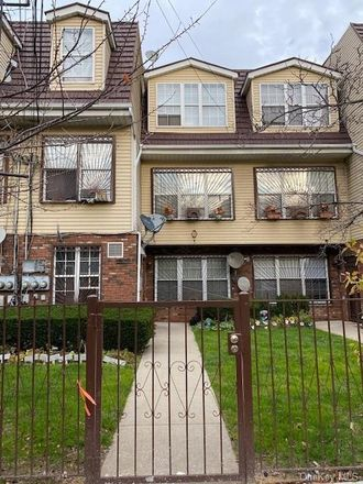 Rent this 3 bed condo on 160th Street in New York, NY 11433