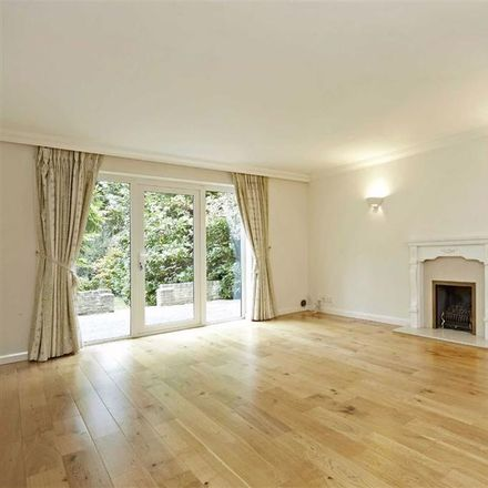 Rent this 5 bed house on Broad Highway in Elmbridge KT11 2RR, United Kingdom