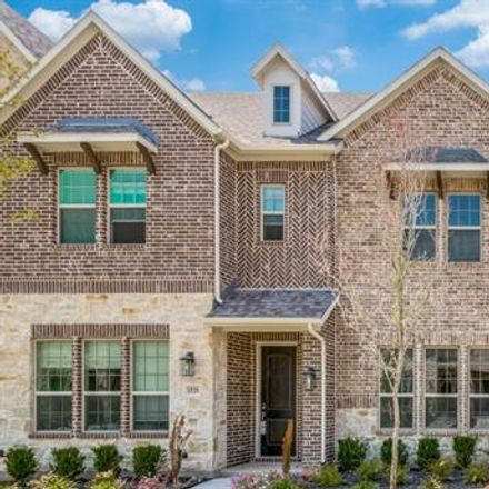 Rent this 3 bed townhouse on Dallas