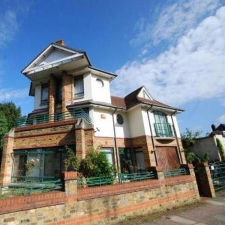 Rent this 5 bed house on Munks in Childs Hill, Woodstock Road