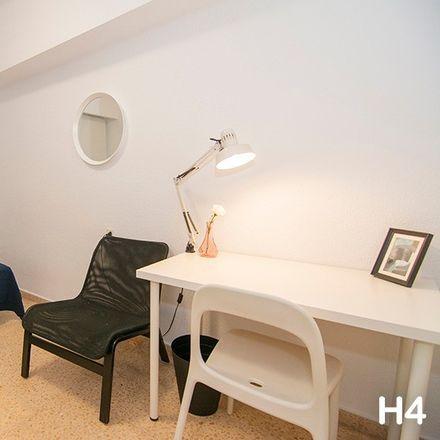 Rent this 5 bed room on Plaça d'Hondures in 10, 46022 València