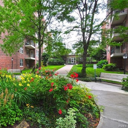Rent this 2 bed apartment on 3850 Hudson Manor Terrace in New York, NY 10463