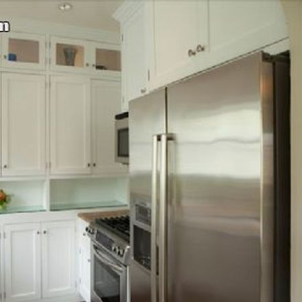 Rent this 3 bed apartment on Bronson Avenue in Los Angeles, CA 90028-5420