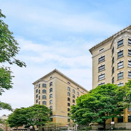Rent this 1 bed condo on 559 West Surf Street in Chicago, IL 60657