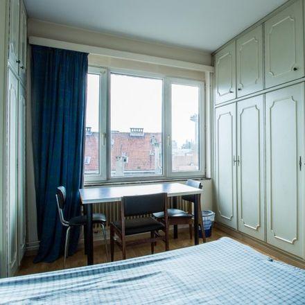 Rent this 3 bed apartment on Rue Paul Hymans - Paul Hymansstraat 3 in 1030 Schaerbeek - Schaarbeek, Belgium