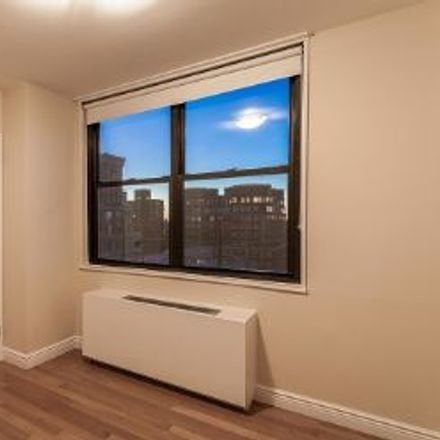 Rent this 3 bed apartment on 1355 2nd Avenue in New York, NY 10021