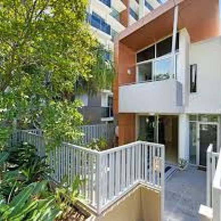 Rent this 3 bed townhouse on ID:3910405/53 Darrambal Street