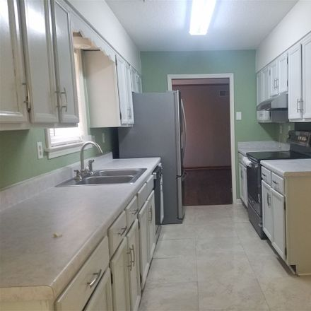 Rent this 3 bed apartment on Gouverneur St in Memphis, TN