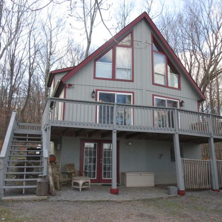 Rent this 4 bed house on Lake Ariel