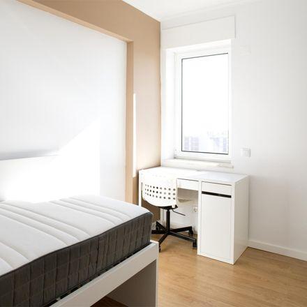 Rent this 5 bed room on Complexo Aqui Estuda-se in Rua Engenheiro Rodrigues de Carvalho, 1959-007 Lisbon