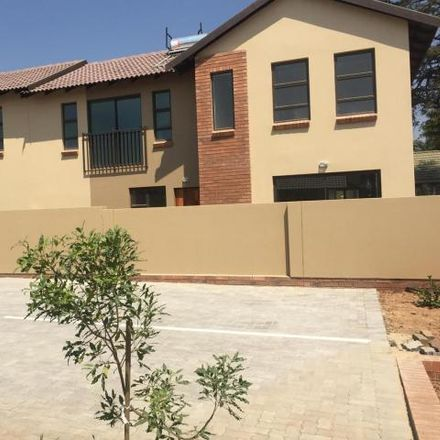Rent this 3 bed townhouse on Hartshorne Street in Ekurhuleni Ward 27, Benoni