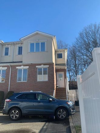 Rent this 3 bed townhouse on 29 Coco Court in New York, NY 10312