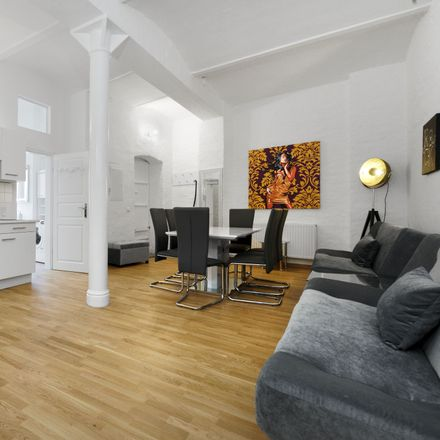 Rent this 8 bed apartment on Prenzlauer Allee 26 in 10405 Berlin, Germany