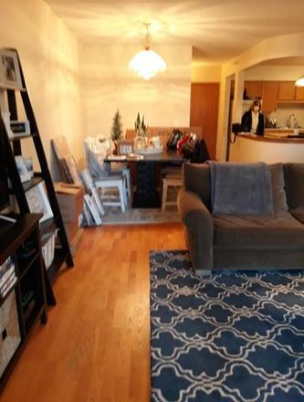 Rent this 2 bed townhouse on 1327 Brown Street in Des Plaines, IL 60016