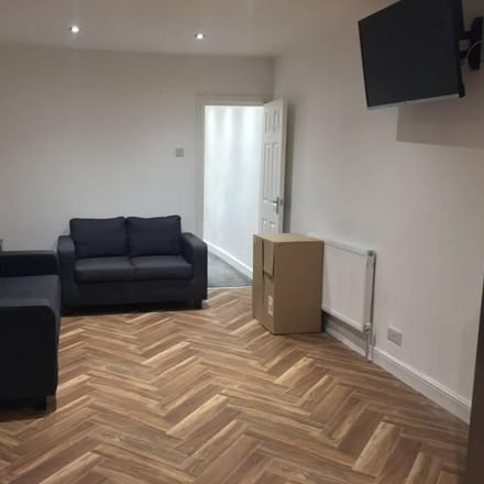 Rent this 1 bed room on St Joseph's RC Primary School Manchester in Richmond Grove, Manchester M13 0BT