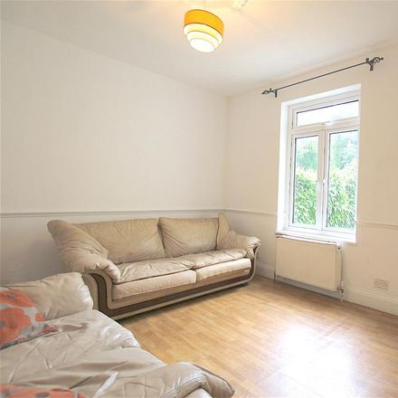 Rent this 3 bed house on 37 Avenue Road in London N12 8PY, United Kingdom