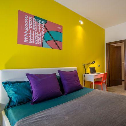 Rent this 10 bed room on Passeggiata Conciapelli in 35137 Padova PD, Italia