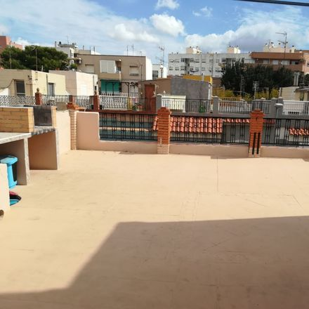 Rent this 2 bed room on Calle Puente Ulla in 5, 30203 Cartagena