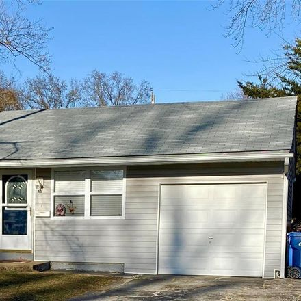 Rent this 3 bed house on 825 Daniel Boone Drive in Florissant, MO 63031