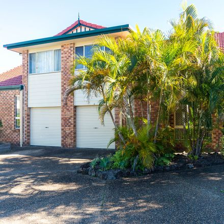 Rent this 3 bed townhouse on 5/427 Oxley Drive