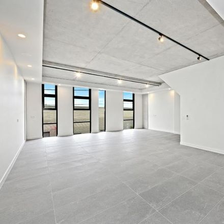 Rent this 4 bed apartment on 8/7-9 Hutchinson Street
