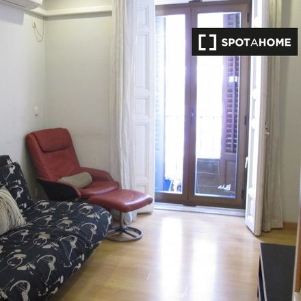Rent this 2 bed apartment on Alfredo Jiménez in Calle de San Onofre, 8