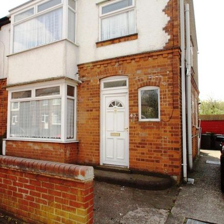 Rent this 3 bed house on Appliaces 4 Less in Stockingstone Road, Luton LU2 7ND