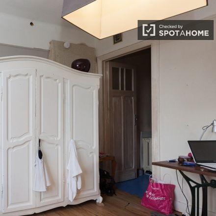 Rent this 3 bed apartment on Avenue Edmond Parmentier - Edmond Parmentierlaan 18 in 1150 Woluwe-Saint-Pierre - Sint-Pieters-Woluwe, Belgium