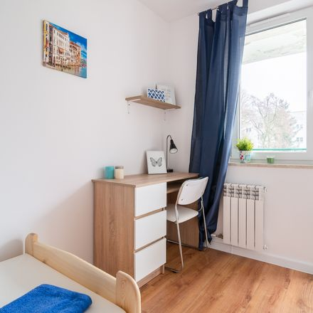 Rent this 6 bed room on Meander 15 in 02-791 Warsaw, Poland