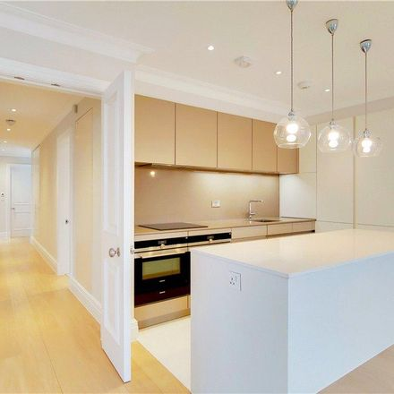 Rent this 2 bed apartment on Chelsea Methodist Church in 155a King's Road, London SW3 5TX