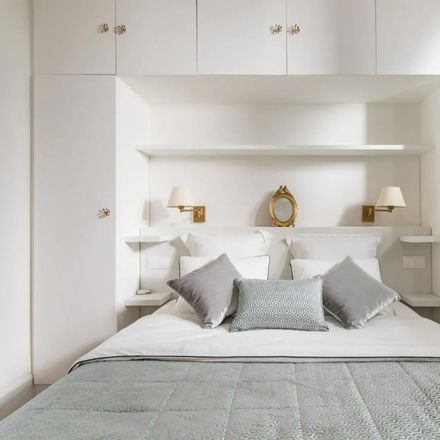 Rent this 3 bed apartment on Alejandro Dumas in Carrera de San Jerónimo, 28014 Madrid