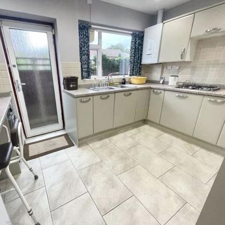 Rent this 3 bed house on Chiltern Road in Dunstable, LU6 1HB