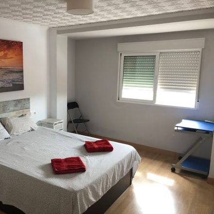Rent this 5 bed apartment on Carrer de Berenguer Montoliu in 18, 46011 Valencia