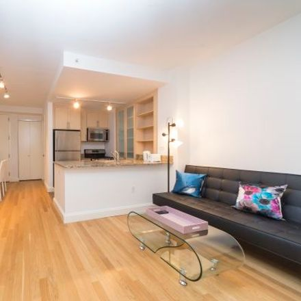 Rent this 3 bed apartment on 10 Hanover Square in New York, NY 10041