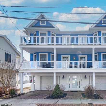 Rent this 3 bed apartment on 26 South Adams Avenue in Margate City, NJ 08402