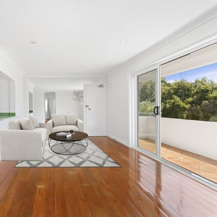 Rent this 2 bed apartment on 6/11A Lamrock Avenue