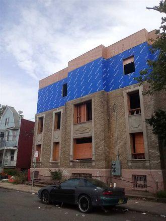 Rent this 8 bed duplex on Wegman Pkwy in Jersey City, NJ