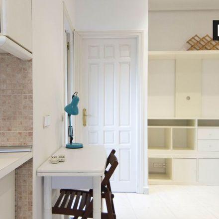 """Rent this 2 bed apartment on Centro Territorial de Innovación y Formación """"Madrid-Capital"""" in Calle del Limonero, 28"""